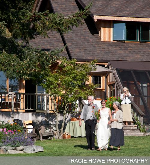 ideas budget savvy bride smaid planning backyard wedding