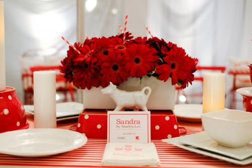 Red daisies_tablescape
