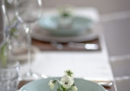 How to Set the Perfect Spring Table Setting