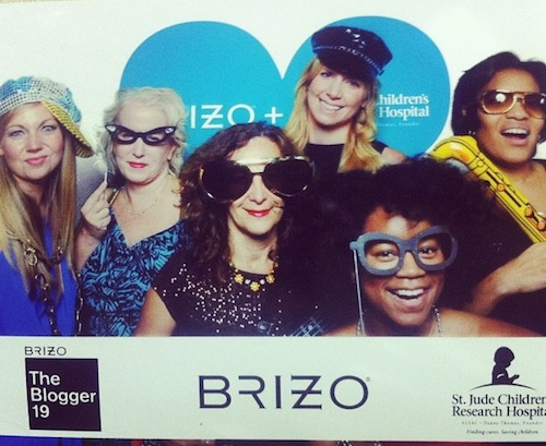 Brizo_Blogger19_Stagetecture_Ladies_photo booth