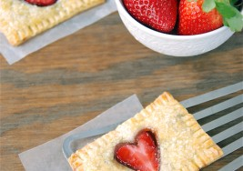 Valentine's Day Recipe: Strawberry Heart Mini Pies