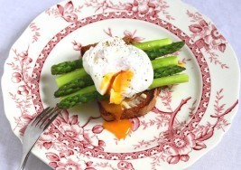 Perfect Breakfast: Asparagus and Soft Eggs on Toast Recipe
