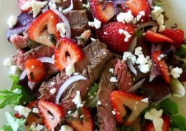 Healthy Spring Delight: Steak Salad with Strawberries Recipe