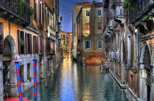 UGallery_Venice Canal_Stagetecture