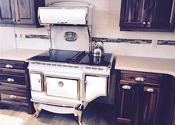 Vintage Kitchen: How to Celebrate the Nostalgic Era with Antique Appliances