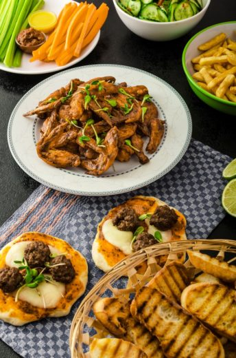 SuperBowl Food Ideas : How to Host a Crowd