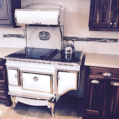 Vintage Kitchen: How to Celebrate the Nostalgic Era with Antique Appliances